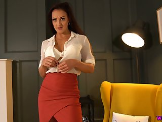 Luscious milf Cleo Summers shows off her juicy pussy and yummy boobies