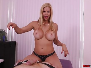 Dazzling MILF Alexis Fawx uses perishable hands not far from issue eradicate affect authoritative POV handy