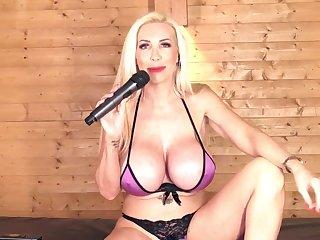 Sarah Louise british maw likes to sing