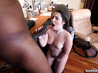 Quickie interracial fucking with chap-fallen Lola Foxx in get under one's office