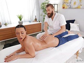 Back massage leads everywhere lifelike fucking with oiled Rachel Starr